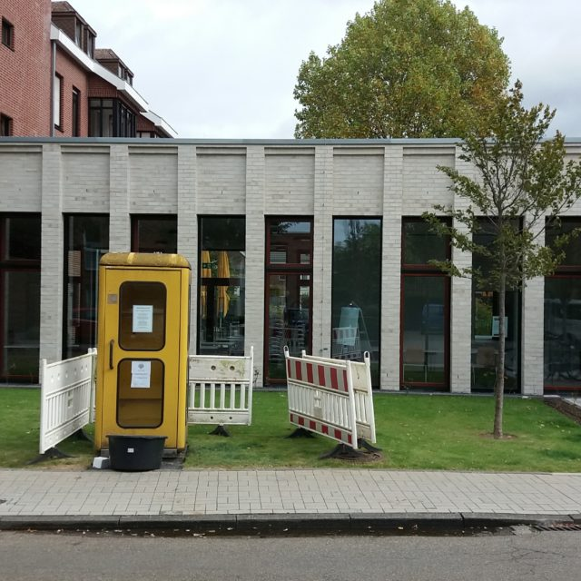 Büchertelefonzelle steht nun vor Pfarrheim (25. September)
