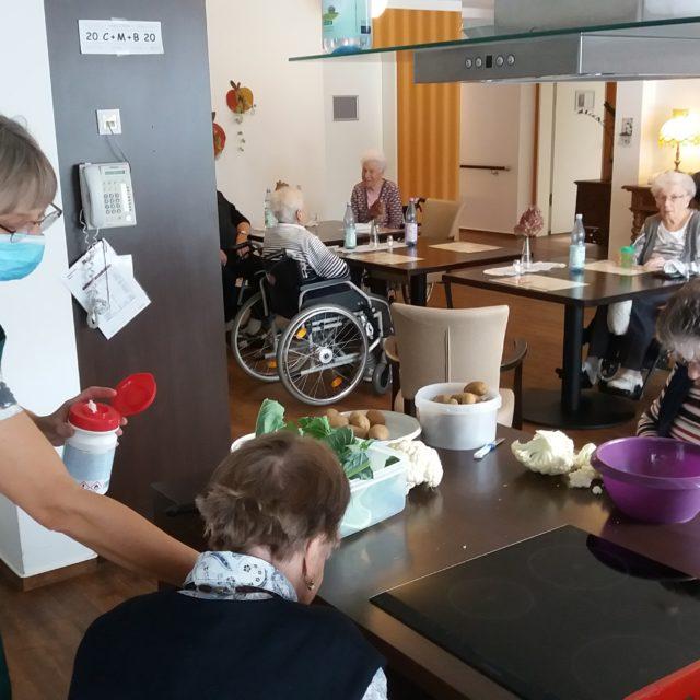 Kochen in WG 3, Landhaus (29. Oktober 2020)